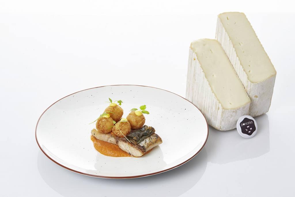 Corvina a la brasa con pesto calabrese y arancinni de queso sola búfala