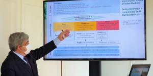 Dr Aranceta durante su presentación
